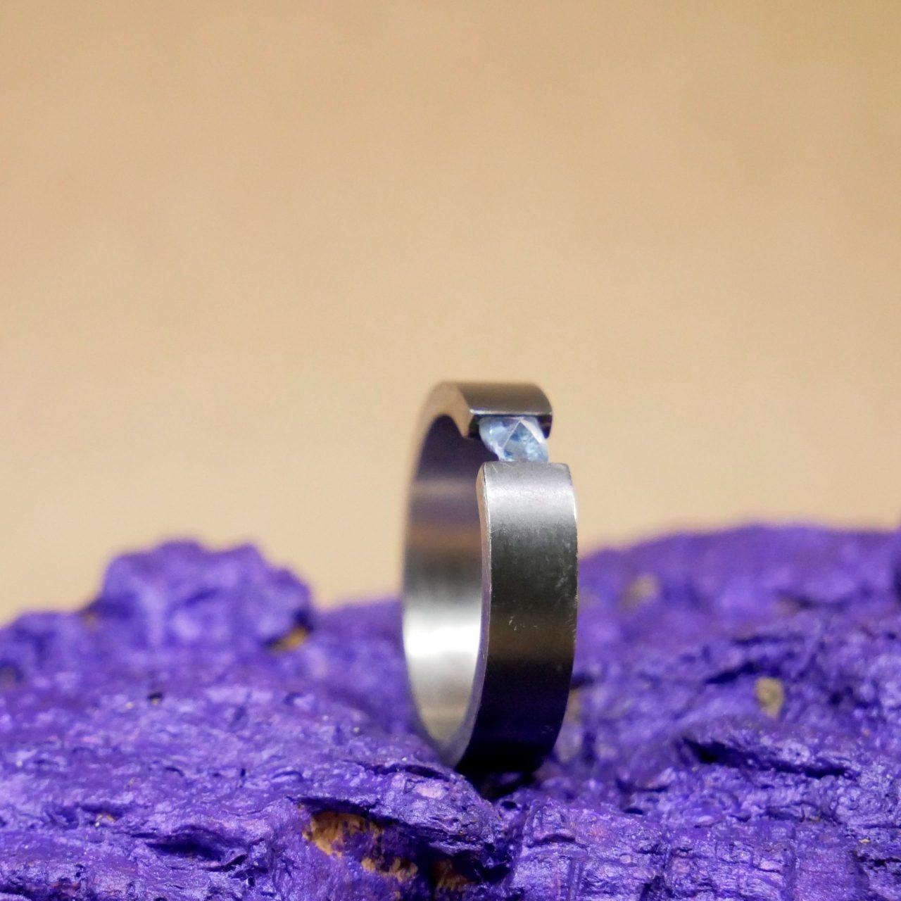 zirkonium ring met aquamarijn