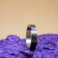 De aquamarijn kan desgewenst vervangen worden door een andere steen. De basis prijs voor de ring is €55 hier komt de prijs van de steen dan nog bij. Prijs van de ring zoals op de foto met aquamarijn. is €89